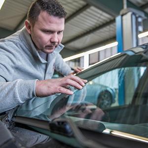 Glasschaden Inspektion Krafa Autolackiererei Herne
